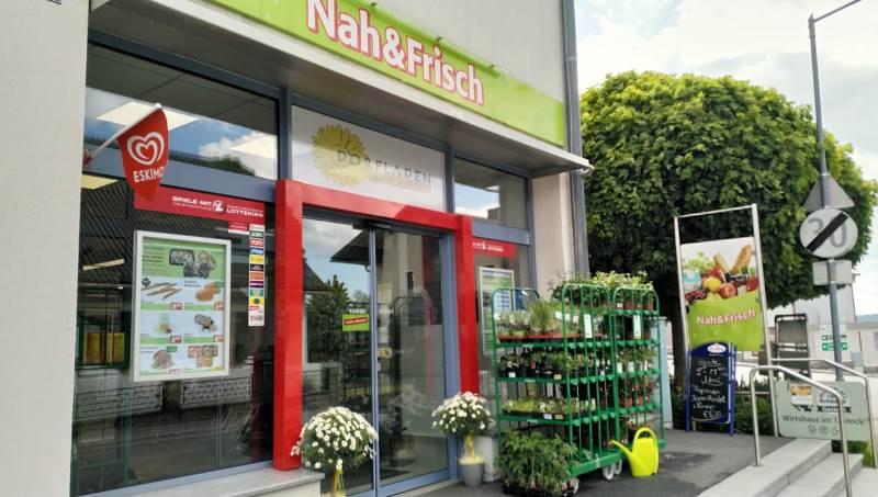 Die schön gestaltete Außenfront von Nah&Frisch Gastern.