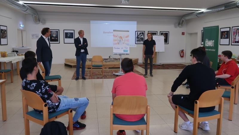 Unsere Geschäftsführer Mag. Julius und Mag. Alexander Kiennast besuchten die Lehrlingsakademie im workingspace 4.0.