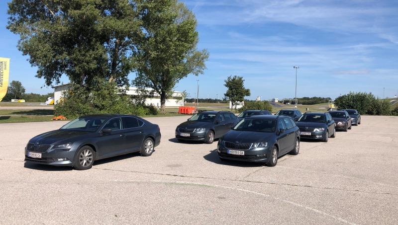 Die Kiennast-Firmen-PKW beim Fahrsicherheitstraining in Teesdorf.