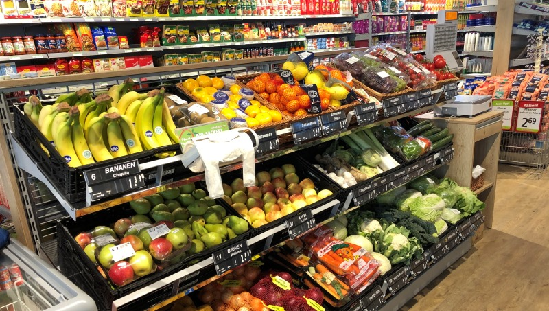 Die ansprechende Obst und Gemüseabteilung bietet frisches Obst & Gemüse bestens sortiert an.