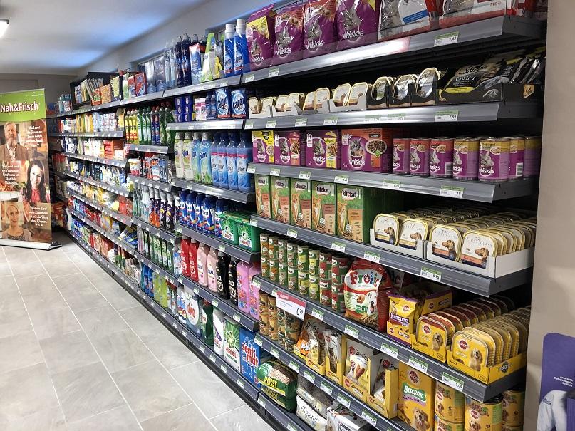 Viele Produkte aus dem Trockensortiment und Tiernahrung runden das Angebot ab.