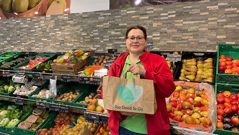 Marktleitern Michaela Zach freut sich über die einfache Umsetzung des Konzepts im Nah&Frisch Supermarkt in Gars am Kamp.