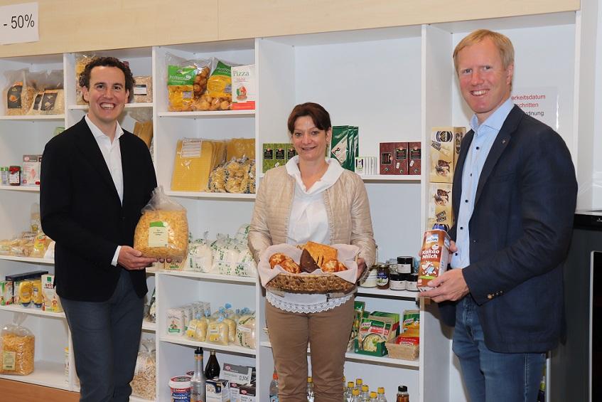 v.li.: Mag. Alexander Kiennast, Manuela Ehrenberger und Mag. Julius Kiennast unterstützen gerne den SOMA in Gars.