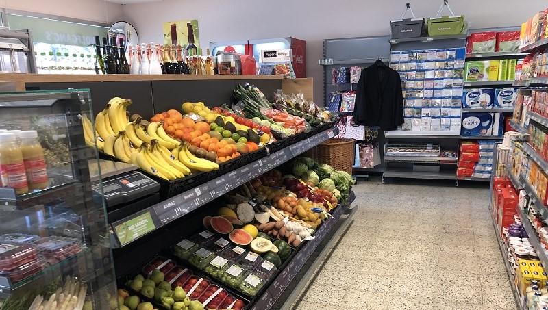 Frisches Obst & Gemüse warten täglich auf unsere Kunden.